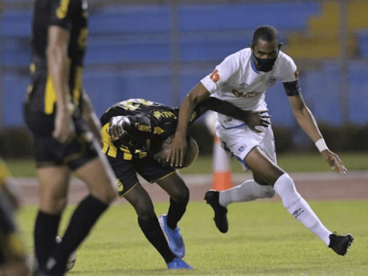 El motivo por el cuál Jerry Bengtson jugó con mascarilla | Fútbol  Centroamérica