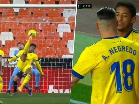 Choco Lozano marca un golazo de chilena para el Cádiz [VIDEO]