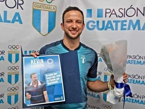 ¡Kevin Cordón recibido como héroe en Guatemala!