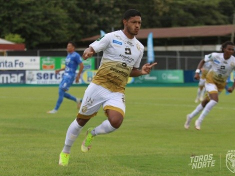Jorman Aguilar se desata con goles en San Carlos [VIDEO]